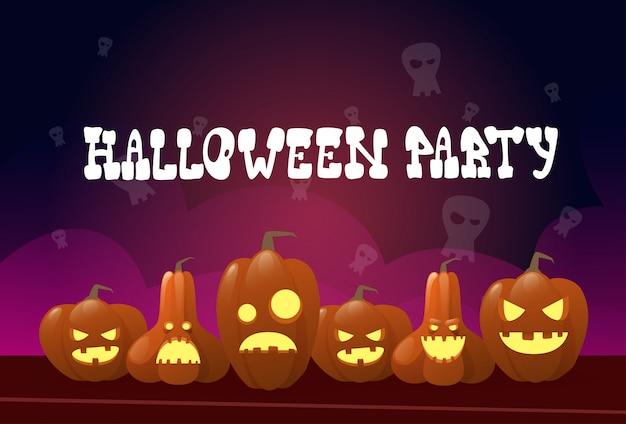 Happy halloween party invitation différentes citrouilles décoration traditionnelle