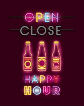 Happy hour avec des polices de bouteilles de bière des lumières au néon