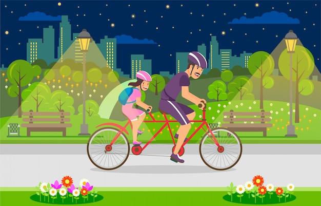 Happy time avec l'enfant marche en vélo dans la soirée.