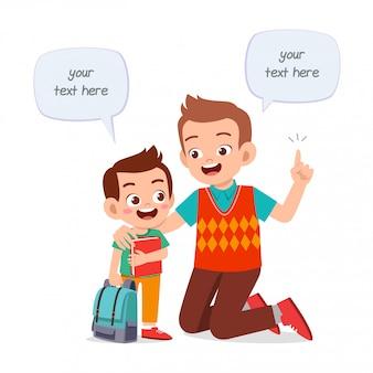 Hapy cute kid boy raconte une histoire au père