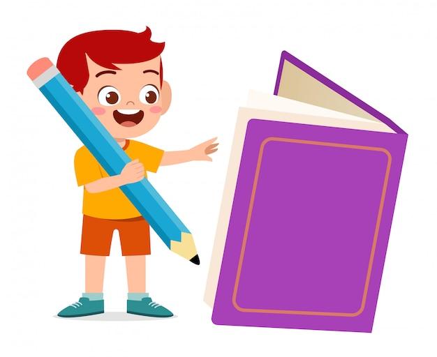 Hapy mignon petit garçon enfant avec livre et crayon