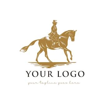Héro avec logo de cheval
