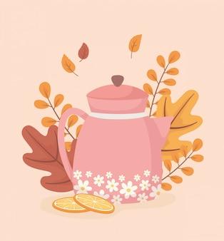 L'heure du café et du thé, théière avec fleurs en tranches d'orange et fond de feuilles