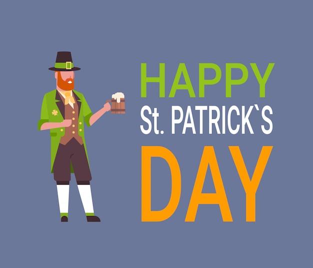 Heureuse carte de fête de st. patrick avec un homme en costume de lutin vert