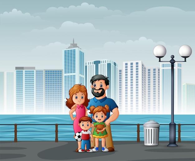Heureuse famille debout au bord de la rivière à travers les villes
