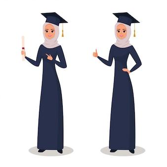 Heureuse fille arabe diplômée avec diplôme
