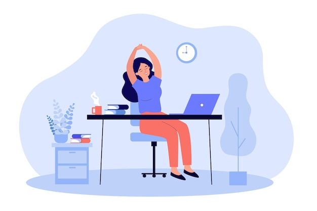 Heureuse jeune femme se détendre sur le lieu de travail au bureau