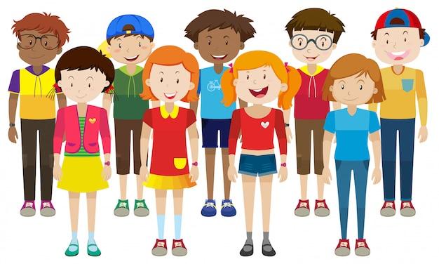 Heureux adolescents debout ensemble