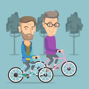 Heureux amis seniors à vélo dans le parc