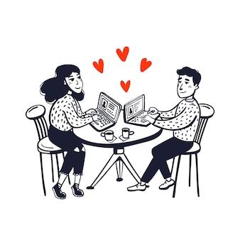 Heureux couple assis dans un café avec des ordinateurs portables