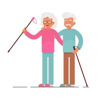 Heureux couple senior faisant de la marche nordique