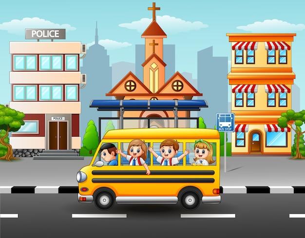Heureux élèves, illustration d'autobus scolaire