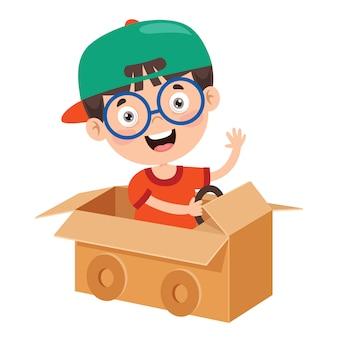Heureux enfant jouant avec des costumes en carton