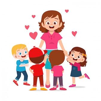 Heureux enfants mignons garçon et fille avec maman