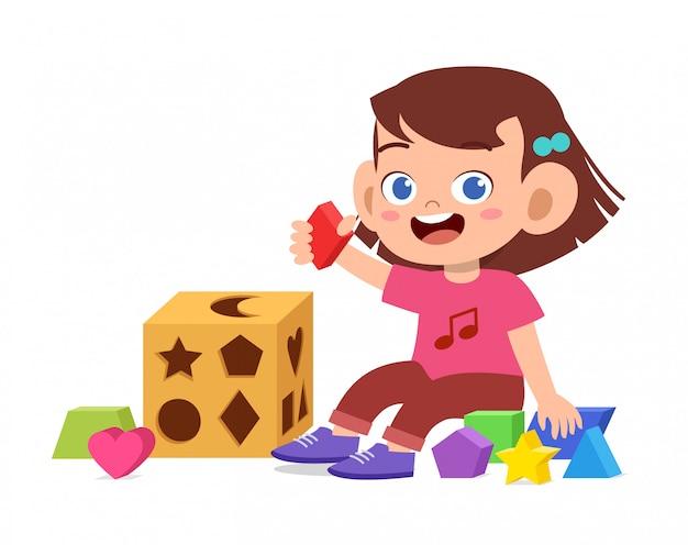 Heureux enfants mignons jouent apprendre la géométrie 3d