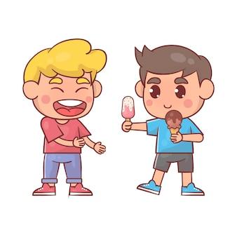 Heureux enfants mignons, manger de la crème glacée