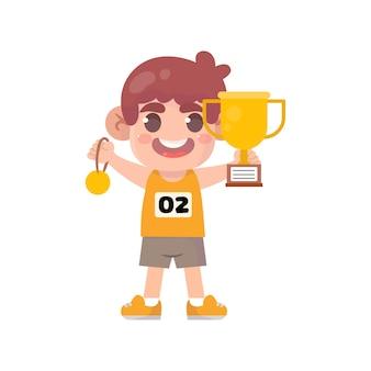 Heureux enfants mignons tenant la médaille d'or et le trophée