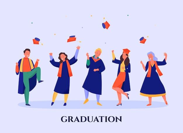 Heureux étudiants portant des manteaux bleus jetant des casquettes à la fête de remise des diplômes à plat