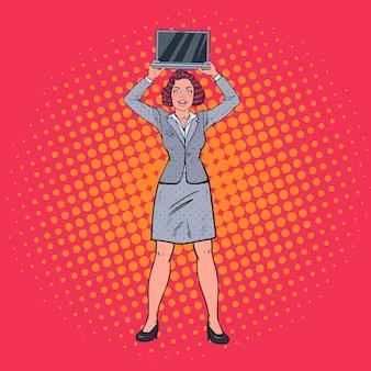 Heureux, femme affaires, tenue, ordinateur portable