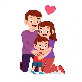 Heureux garçon mignon enfant avec maman et papa