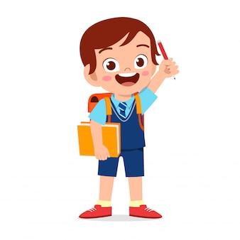 Heureux garçon mignon enfant prêt à aller à l'école