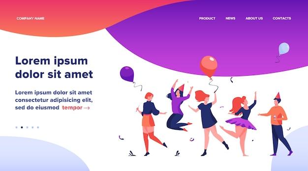 Heureux les gens excités dansant à l'illustration vectorielle plane de fête. joyeux groupe d'amis s'amusant ensemble. concept de divertissement et de célébration.