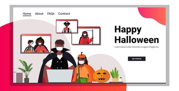 Heureux, halloween, vacances, célébration, concept, gens, dans, costumes, discuter, entre amis, pendant, appel vidéo