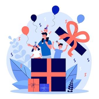 Heureux homme et enfants fête son anniversaire