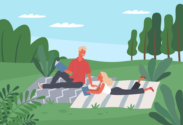 Heureux hommes et femmes lisant des livres ou étudiants étudiant dans le parc.