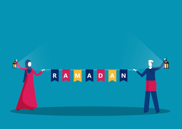 Heureux jeune musulman avec ramadan kareem texte de ramadan heureux.