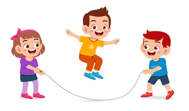 Heureux mignon enfant garçon et fille jouent à la corde à sauter