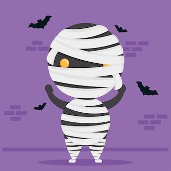 Heureux personnage de momie mignon halloween et chauves-souris volant