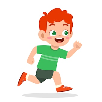 Heureux petit garçon mignon qui court si vite