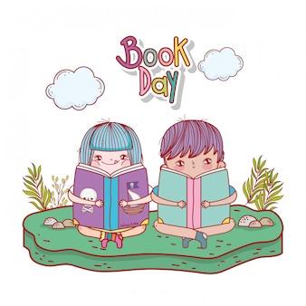 Heureux petits enfants lisant des livres dans le paysage