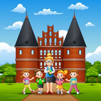 Heureux voyage d'étude pour les enfants à holstentor
