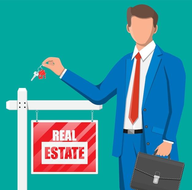 Homme d'affaires ou agent immobilier détenant la clé. plaque en bois avec signe de l'immobilier. hypothèque, propriété et investissement. acheter vendre ou louer un bien immobilier. illustration vectorielle plane