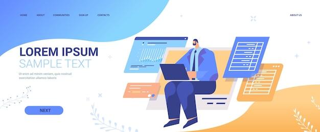 Homme d'affaires analysant les données sur la page de destination de l'ordinateur portable