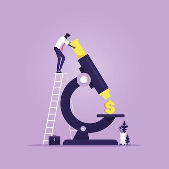 Homme d'affaires analyse signe dollar sous un microscope