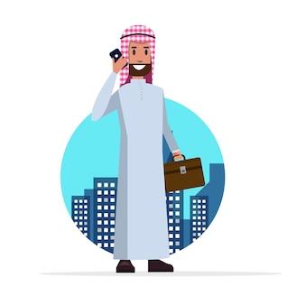 Homme d'affaires arabe intelligent parler au téléphone