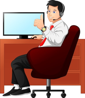 Homme d & # 39; affaires au bureau et pouces vers le haut