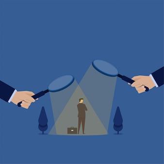 Homme d'affaires de business vector plate concept sous magnifier et confondre pour choisir la métaphore de la décision d'embauche.