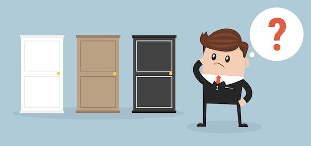 Homme d'affaires choisir la bonne porte.