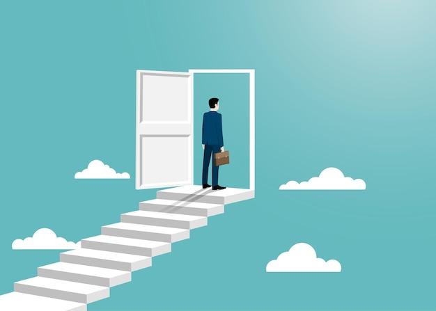 Un homme d'affaires en costume se tient devant la porte ouverte. l'homme ouvre la porte à la recherche de travail. concept de réussite commerciale. concept de motivation et de démarrage. début de carrière commerciale. design plat illustration vectorielle