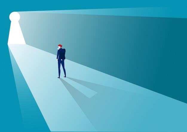 Homme affaires, debout, devant, clé, défi, concept