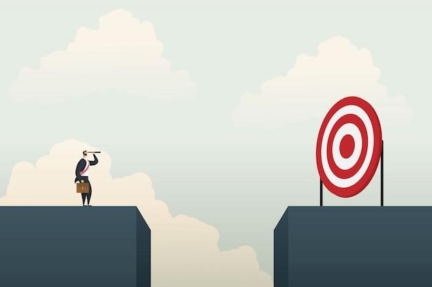 Homme d'affaires debout à la recherche d'un objectif d'opportunités