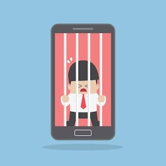 Homme d'affaires enfermé dans un smartphone