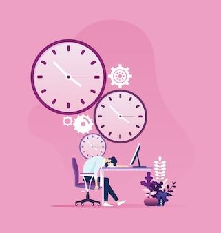 Homme d'affaires fatigué, dormant sur une table avec horloge