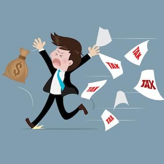 Homme d'affaires fuyant l'impôt avec peur.