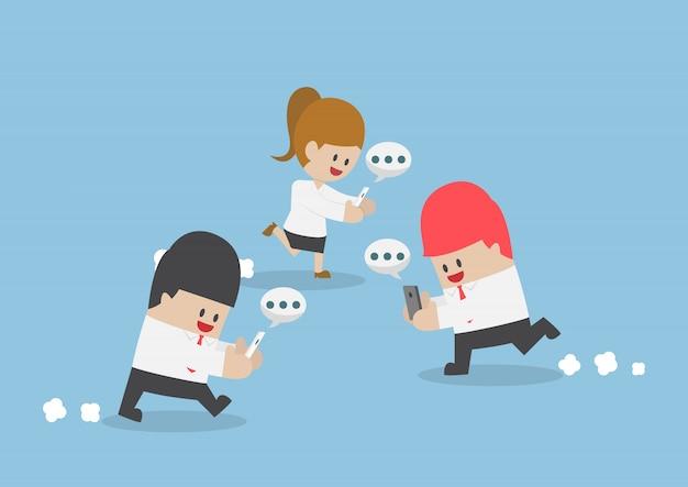 Homme affaires, jouer, smartphone, marche