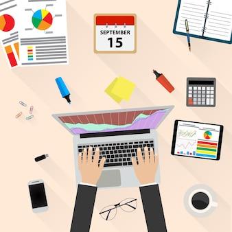 Homme affaires, lieu de travail, bureau, mains, fonctionnement, ordinateur portable